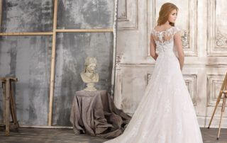 fara sposa wedding gown